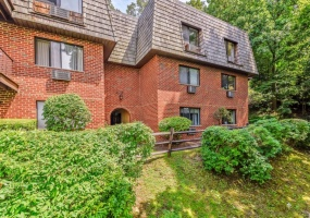 2 Bedrooms, Condominium, Active Listings, Briarcliff Woods, Briarcliff Drive South, Third Floor, 2 Bathrooms, Listing ID 1040, Ossining, Westchester, New York, United States, 10562,